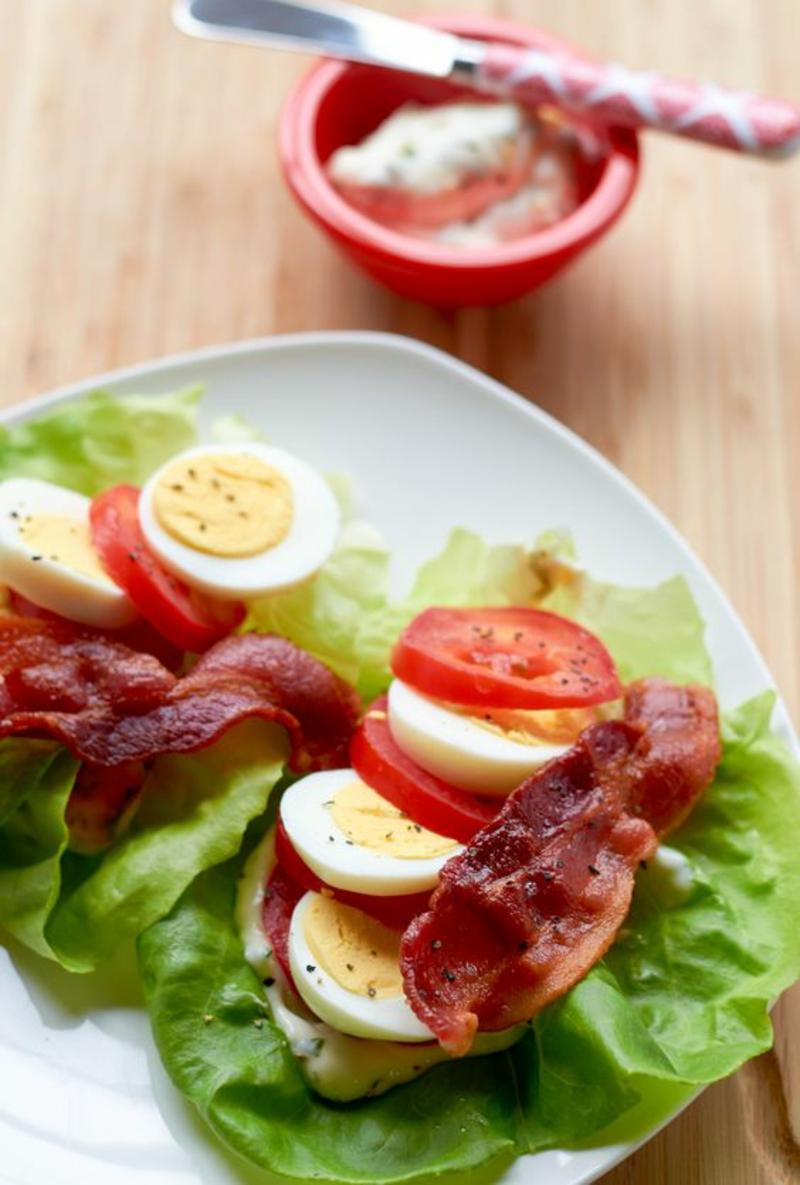 Kohlenhydratarme Ernährung Diät ohne Kohlenhydrate gekochte Eier Schinken