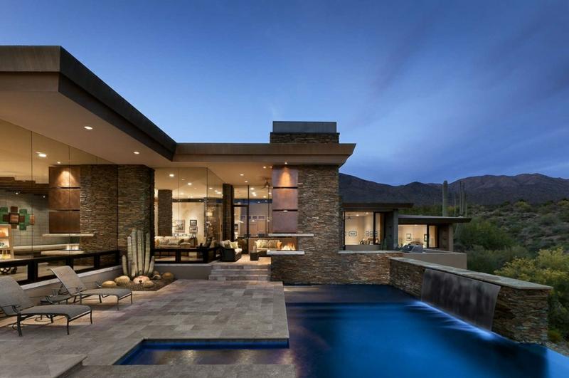 Moderne Architektur Häuser bauen Architektenhaus rustikale Hausfassade