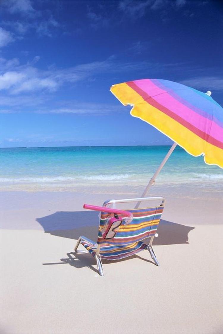 Sonnenschirme Klappmöbel für den Meerurlaub Sonnenscirm und Stuhl