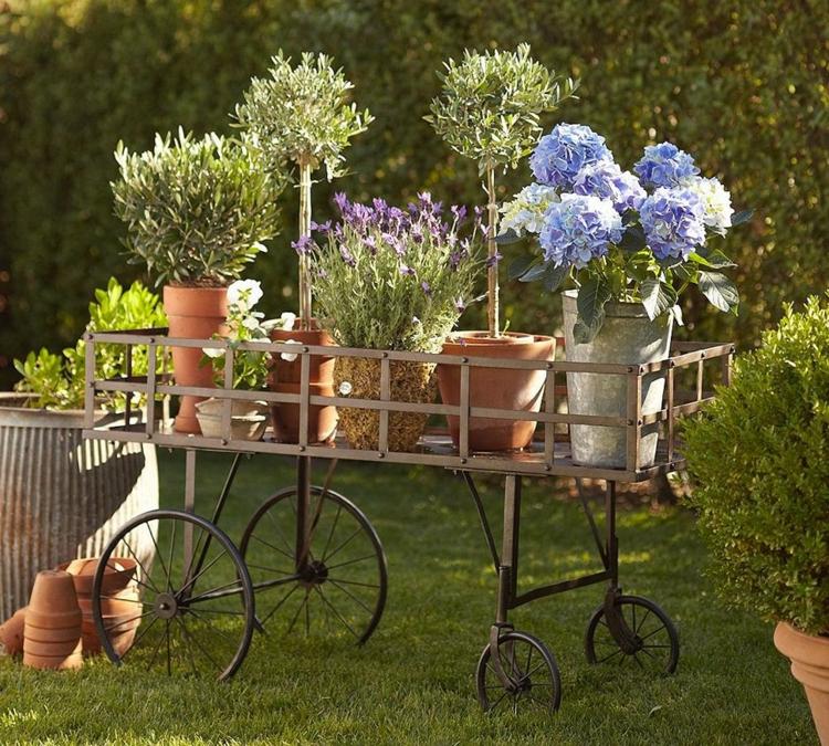 Vorgartengestaltung Vintage Stil Gartenmöbel Kübelpflanzen