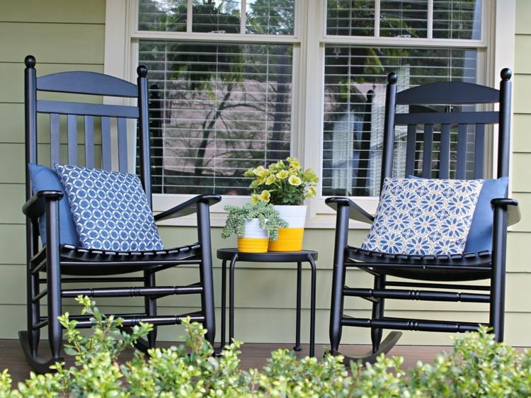 Vorgartengestaltung Vintage Stil Gartenmöbel Schaukelstühle Veranda