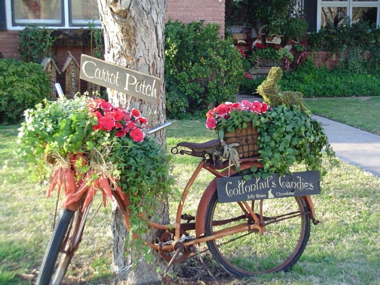 Vorgartengestaltung Vintage Stil Gartenmöbel altes Farhrrad arrangieren