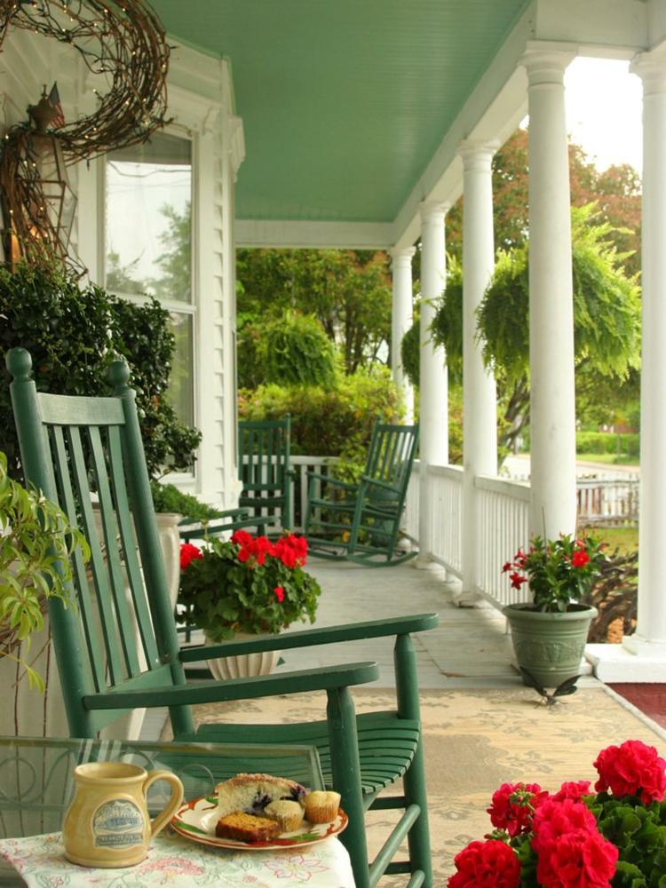 Vorgartengestaltung Vintage Stil Gartenmöbel gemütliche Veranda