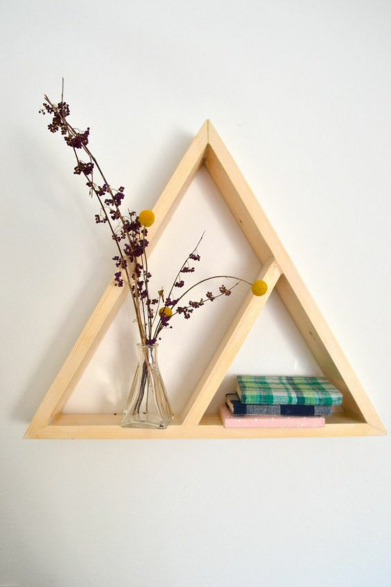 Wandregal selber bauen Anleitung DIY Regal bauen Dreieck