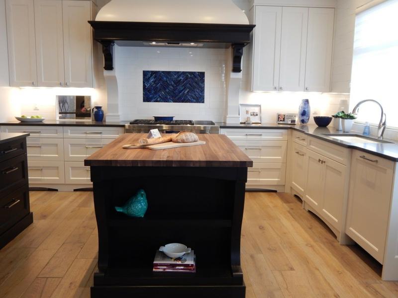 Wohntrend amerikanische Küche Kücheninsel Küchenschränke Holz