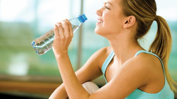 abnehmen ohne hunger regelmäßig wasser trinken