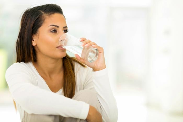 abnehmen ohne hunger wasser trinken hungrig oder durstig