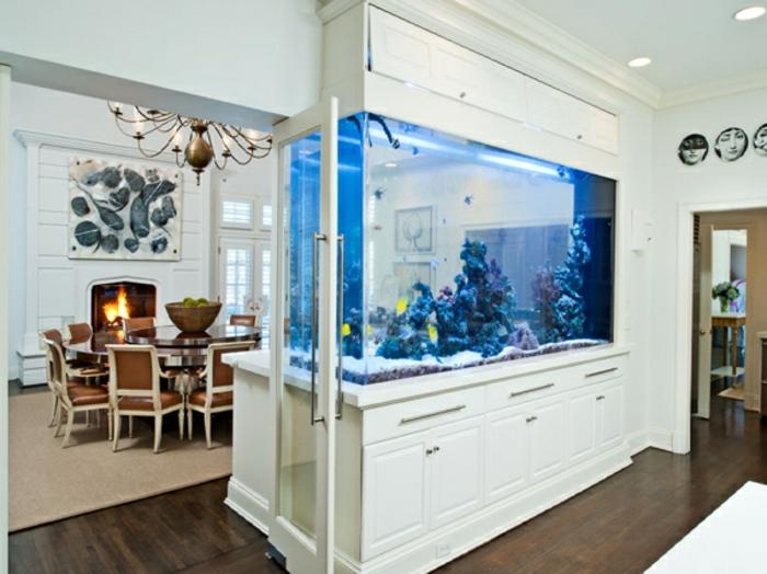 aquarium eirichten design atmosphäre einrichtungsbeispiele wandgestaltung weißes mobiliar