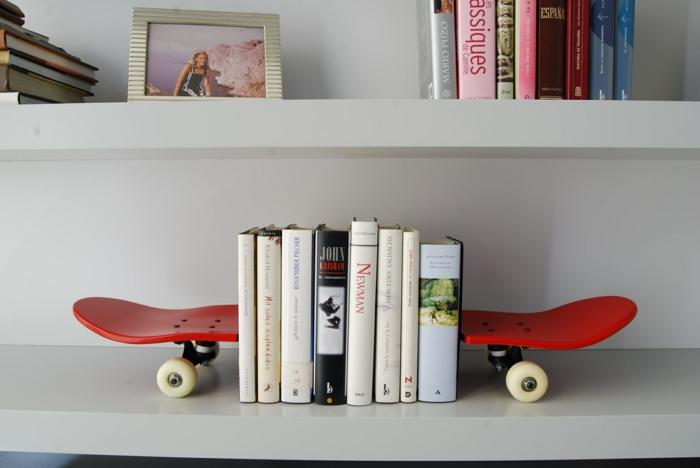 bücherregal bücherstützen bookends skateboard