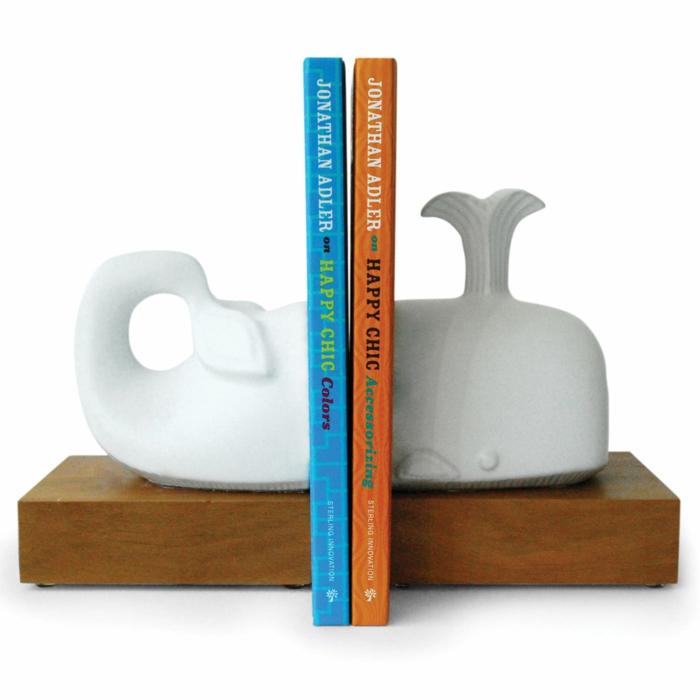 bücherregal buchstützen weiße keramik wal