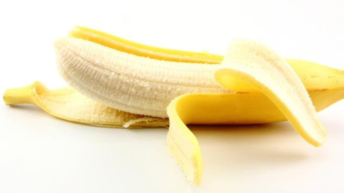 bananen gesund ganzes bild voll bananenschale stücke nackt