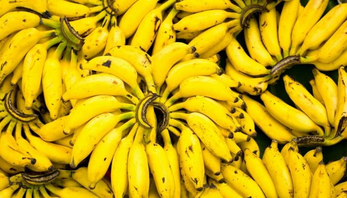 bananen gesund ganzes bild voll bananenschale stücke traube