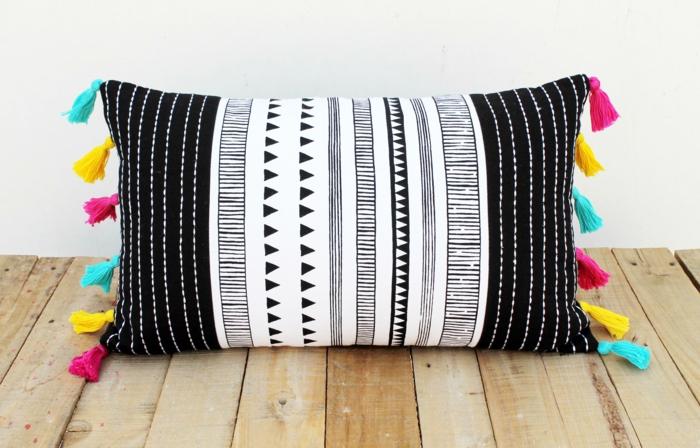 33 witzige bastelideen mit bommeln und puscheln. Black Bedroom Furniture Sets. Home Design Ideas