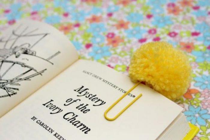 selber machen dekoideen DIY IDeen bommel troddel lesezeichen