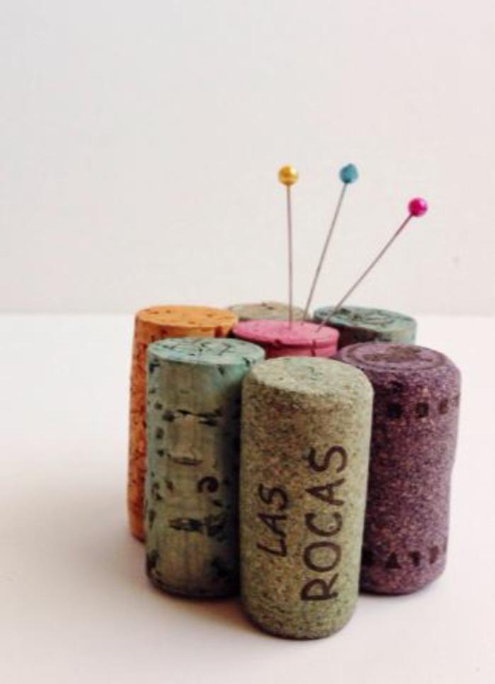 basteln mit korken bastelideen deko ideen diy ideen tablett aus korken nadel aufbewahren