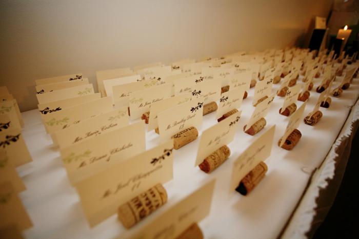 basteln mit korken bastelideen deko diy ideen tablett aus korken wein katenhalter