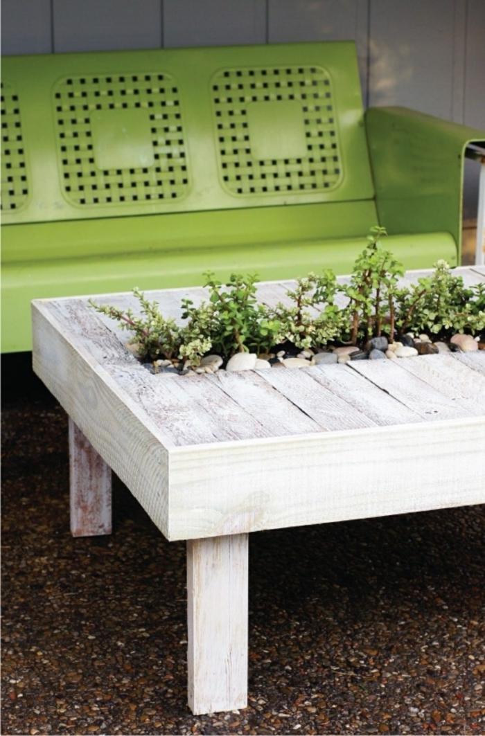 deko ideenselbermachen gartentisch pflanzenbehälter grüne gartenbank