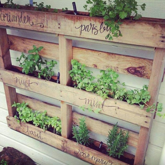 deko ideen selbermachen paletten pflanzenbehälter gartendeko