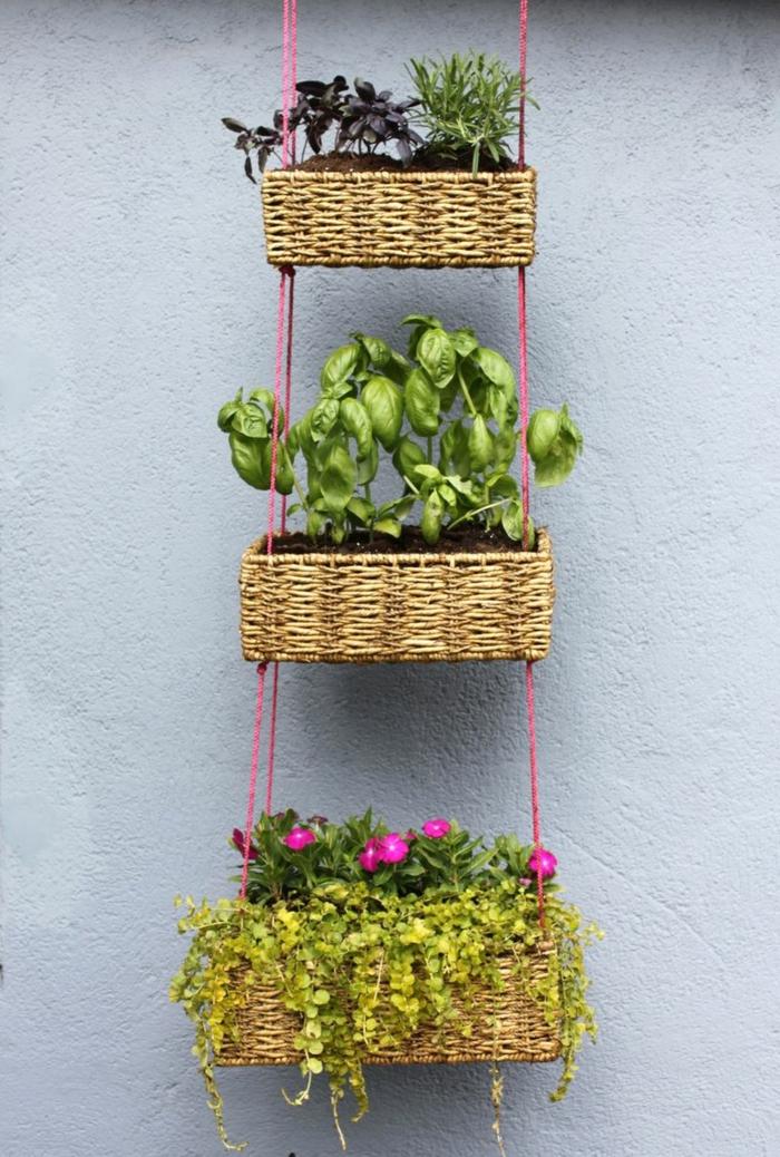 deko ideen selbermachen pflanzen hängenede körbe blumen