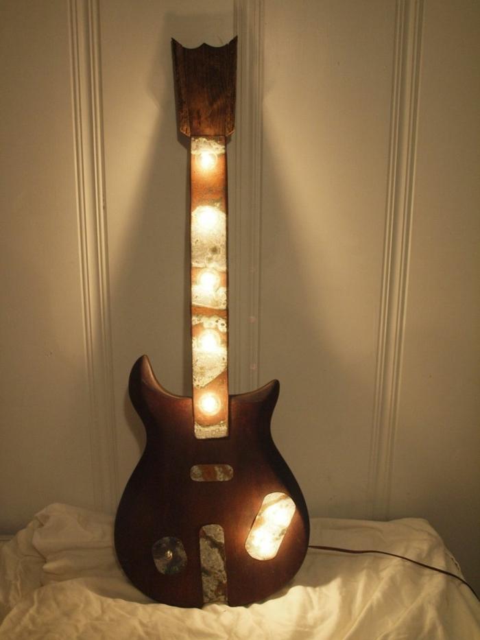 Upcycling Ideen dekoideen deko ideen wohnzimmer ideen DIY ideen kreativ gitarre lampe
