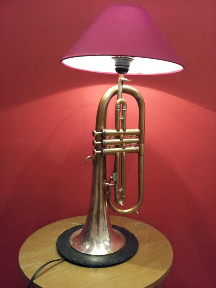 Upcycling Ideen dekoideen deko oideen wohnzimmer ideen DIY ideen kreativ gitarre lampenschirm