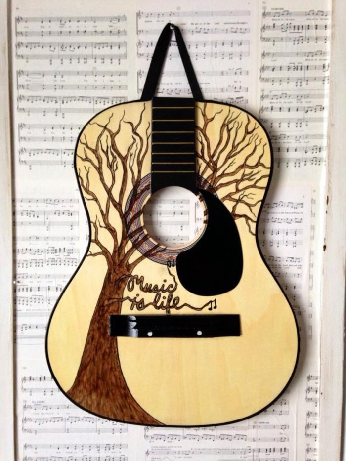 Upcycling Ideen dekoideen deko ideen wohnzimmer ideen DIY ideen kreativ gitarre notenblatt