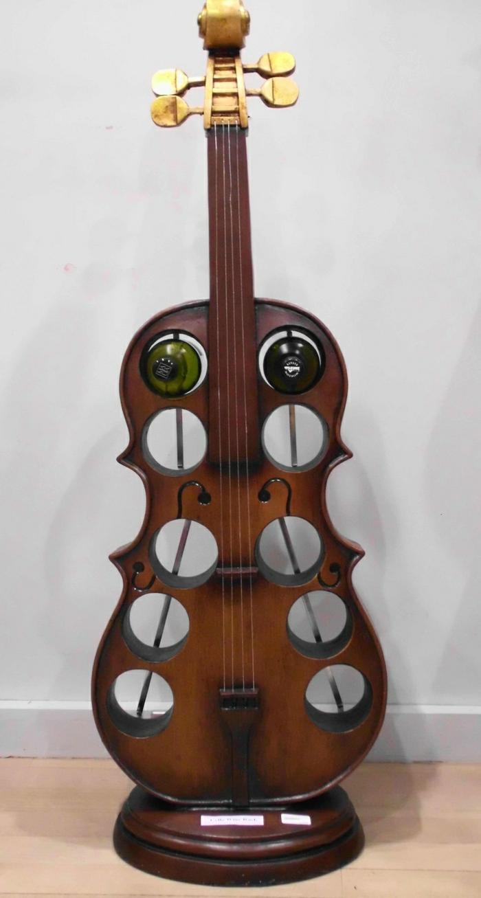 Upcycling Ideen dekoideen deko ideen wohnzimmer ideen DIY ideen kreativ gitarre weinregal2