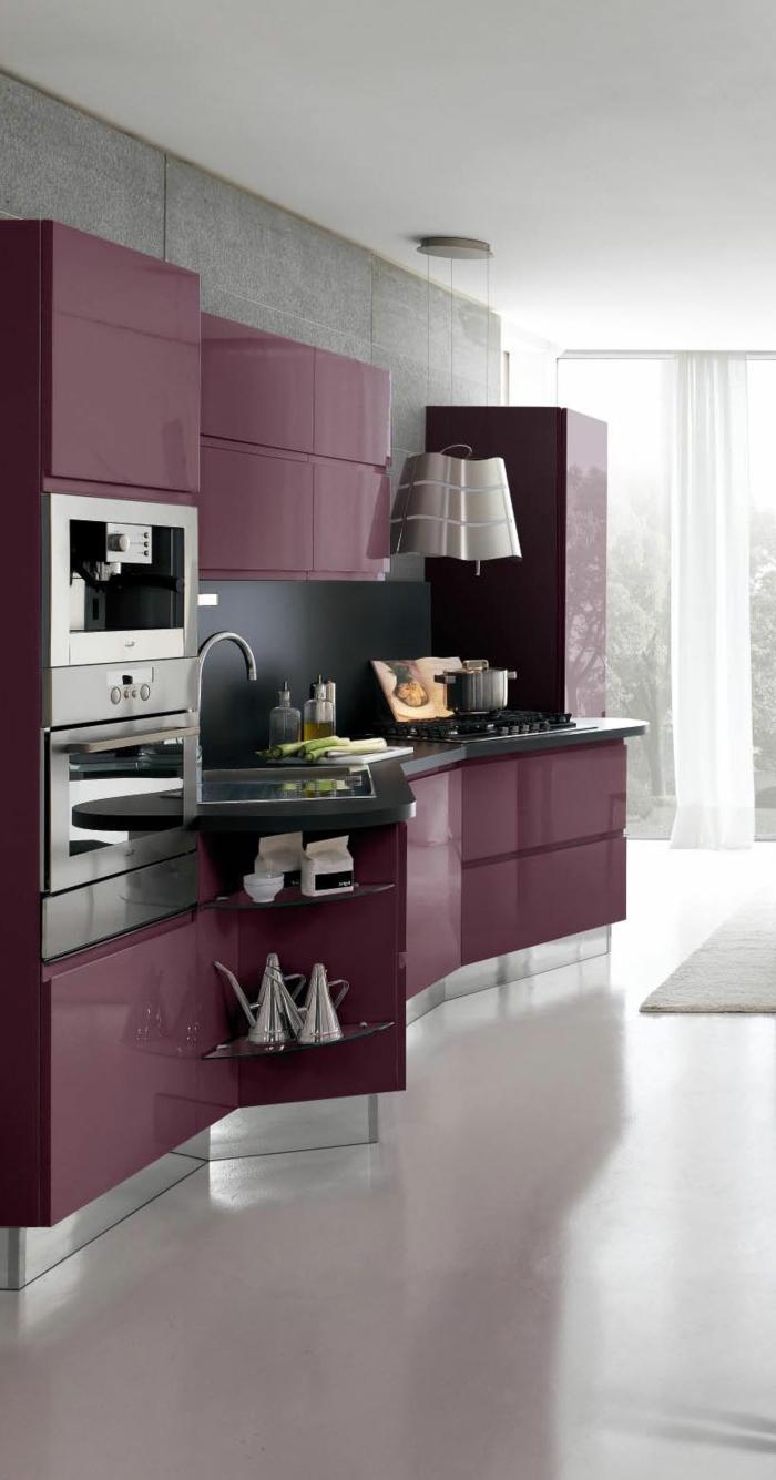 design küchen stauraum küche lila einrichtung weißer boden schwarze küchenrückwand
