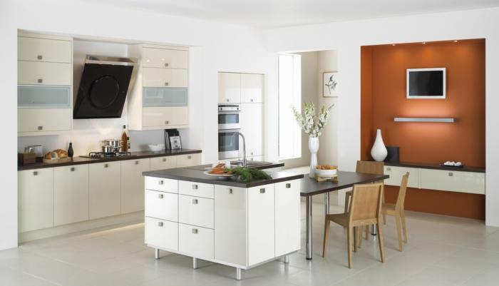 design küchen weiße kücheninsel orange akzentwand fernseher