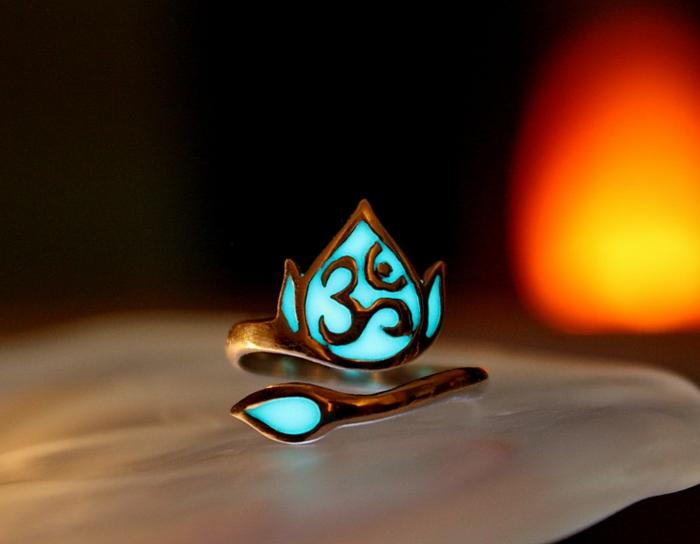 designer schmuck amulette keltischer schmuck vintage schmuck leuchtend lotus OM