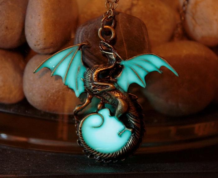 designer schmuck amulette keltischer schmuck vintage schmuck leuchtend zauberdrache