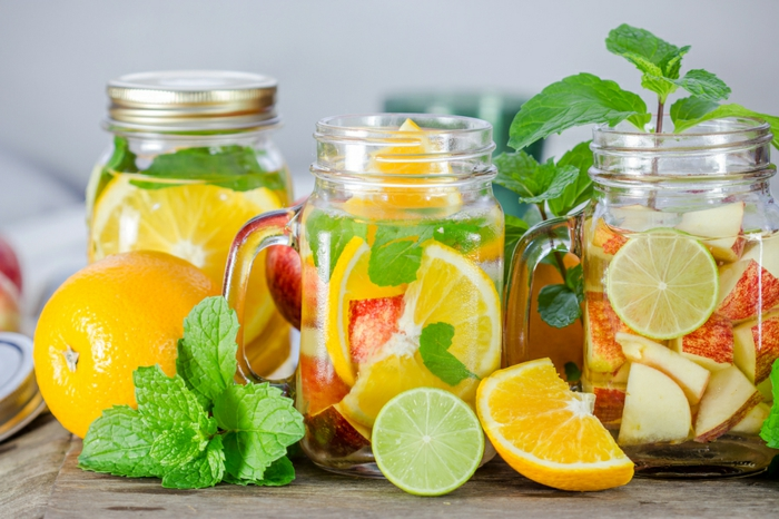 detox kur sommer wasser minze zitrone äpfel