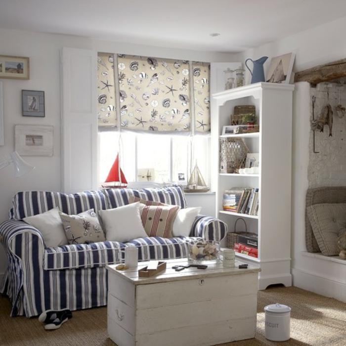 einrichtungsbeispiele maritime deko krake blau wohnzimmer eingang blaue kissen jalousien