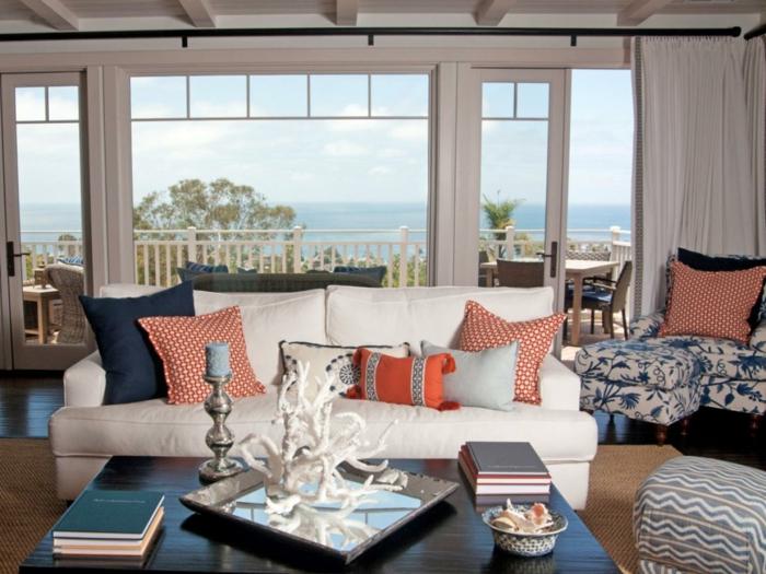 einrichtungsbeispiele maritime deko krake blau wohnzimmer eingang blaue kissen rot