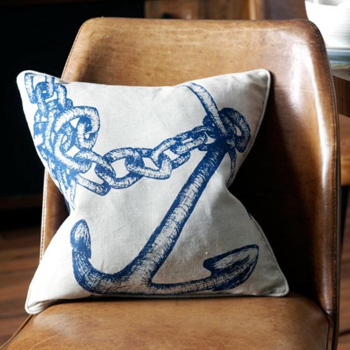 einrichtungsbeispiele maritime deko krake blau wohnzimmer eingang blaue koralle kissen