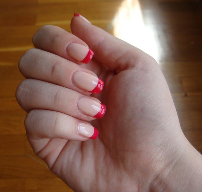 schöne Fingernägel schwarz rot
