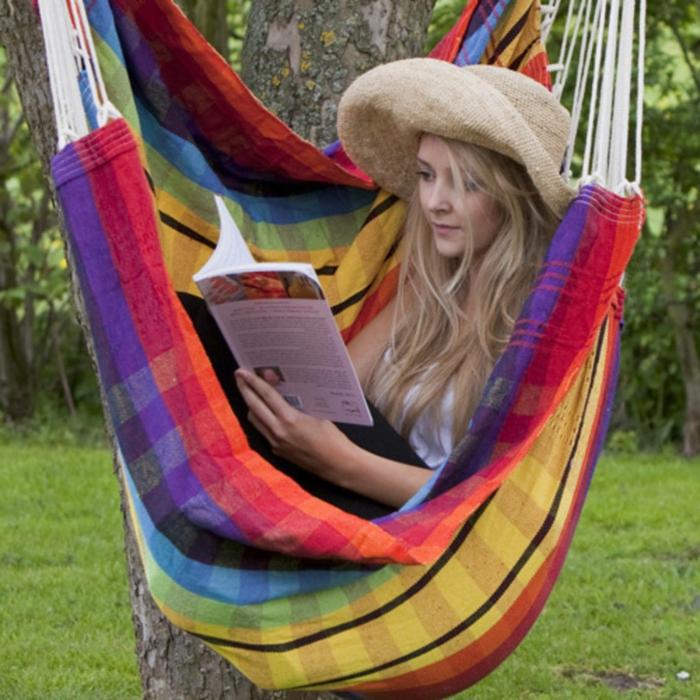 garten hängematte farbig sich entspannen gartenideen