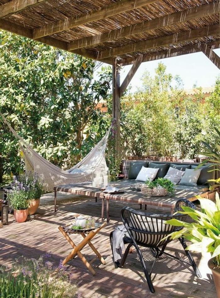 garten hängematte gartenstühle beistelltisch terrassenüberdachung