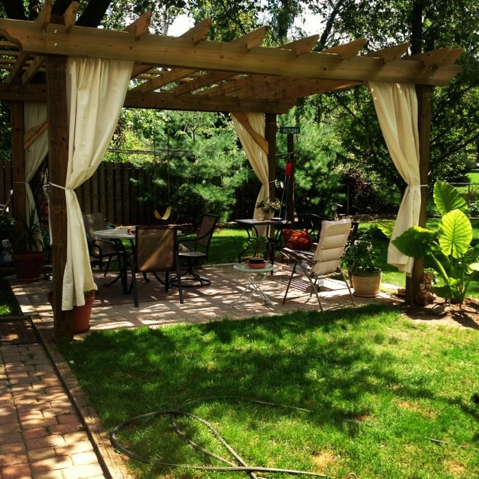 Garten Pergola Gestalten - 50 Ideen Für Ihre Sommerliche ... Pergola Mit Vorhangen Ideen Garten Deko