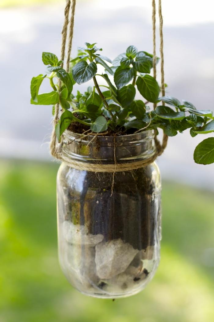 gartendeko ideen einmachgläser aufhängen pflanzenbehälter