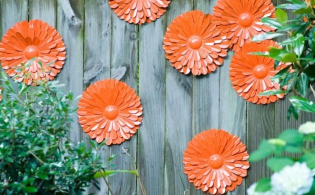 gartenideen-blumen-gartenzaun-dekorieren-orange