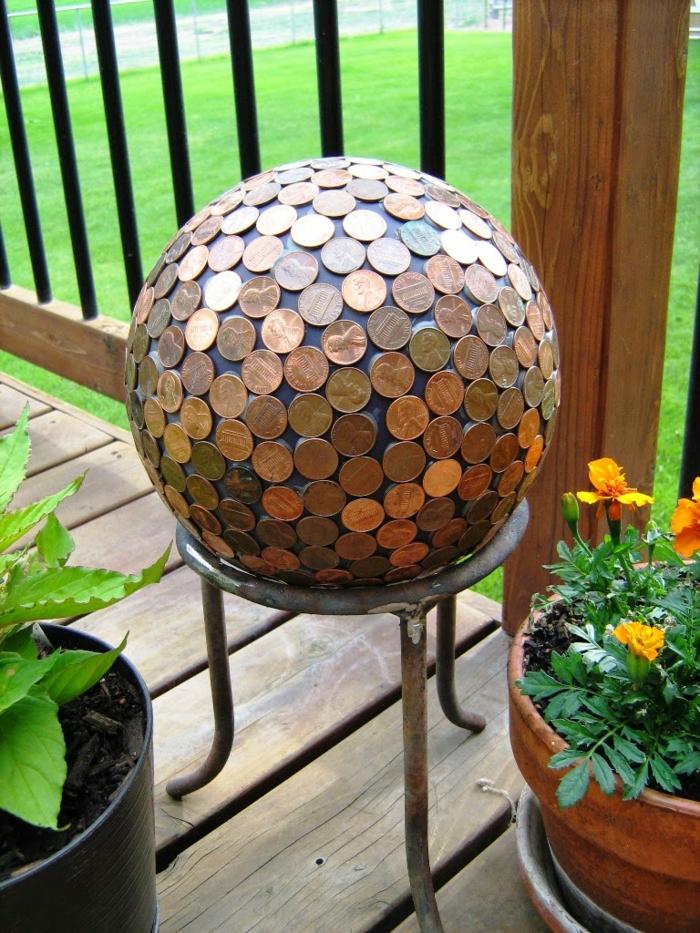 gartenideen gartendekoration münzen gartenkugel pflanzen