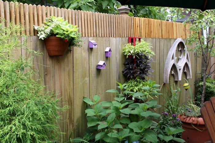 gartenideen gartenzaun hinterhof blumentöpfe befestigen garten pflanzen