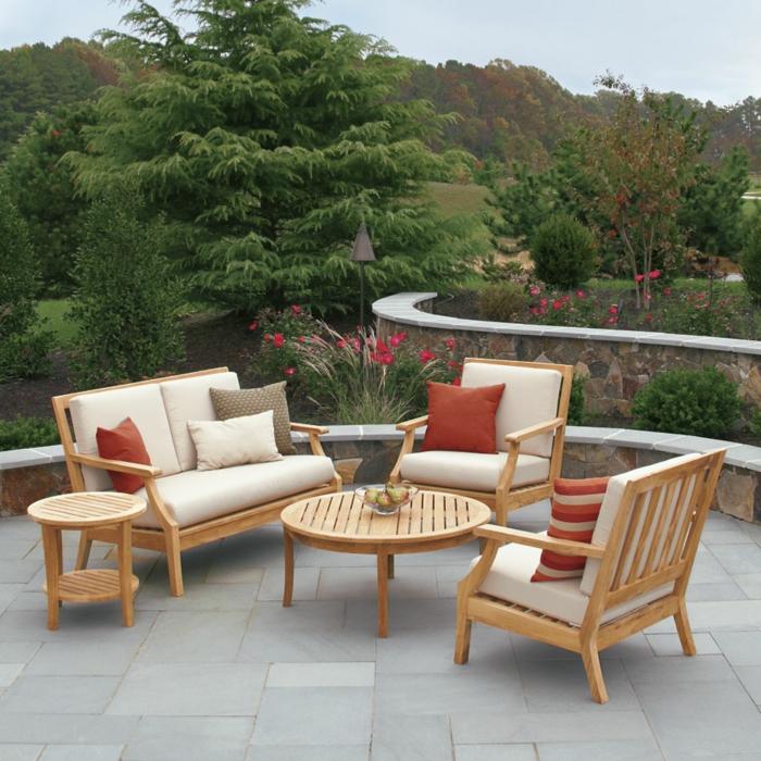 gartenmöbel design erholungsbereich bodenfliesen dekokissen
