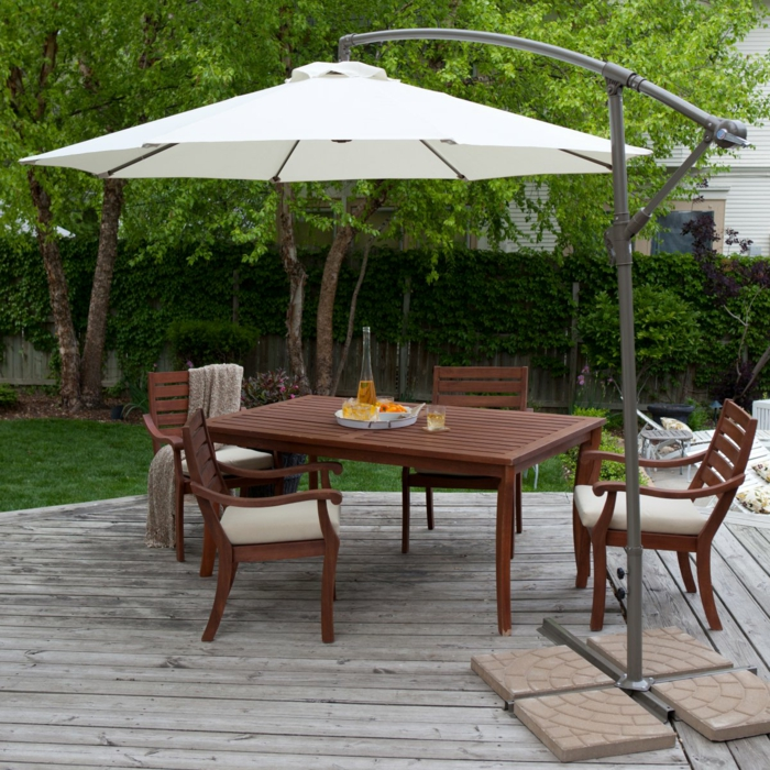 gartenmöbel design essbereich sonnenschirm hölzerne außenmöbel
