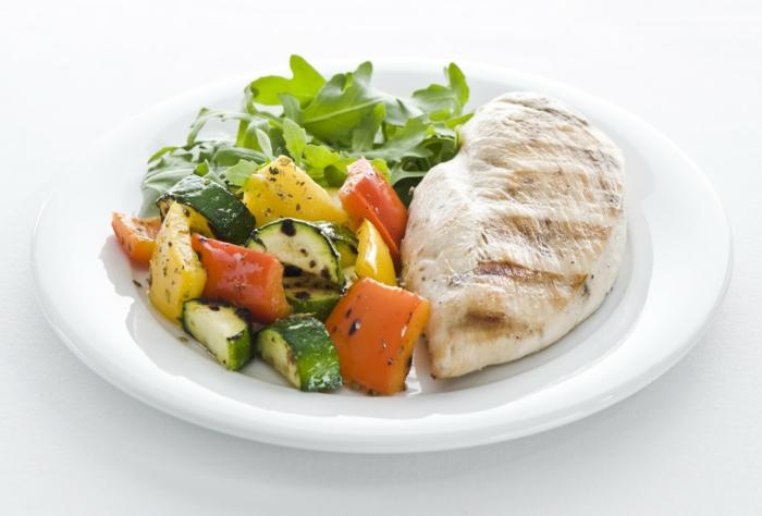 gesund abnehmen diabetes hähnchenbrustfilet gegrilltes gemüse rucola