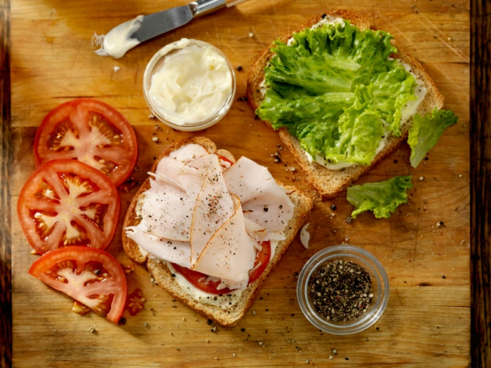 gesund abnehmen diabetes richtige ernährung frühstück fettarmes fleisch tomaten salat