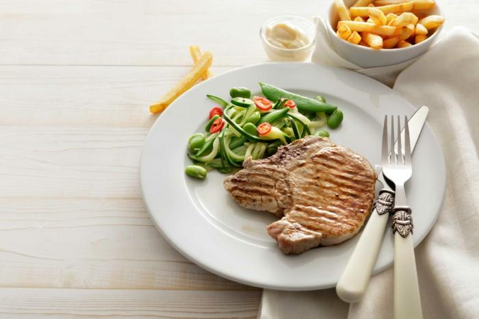 gesund abnehmen diabetis richtig essen steak grünes gemüse bohnen