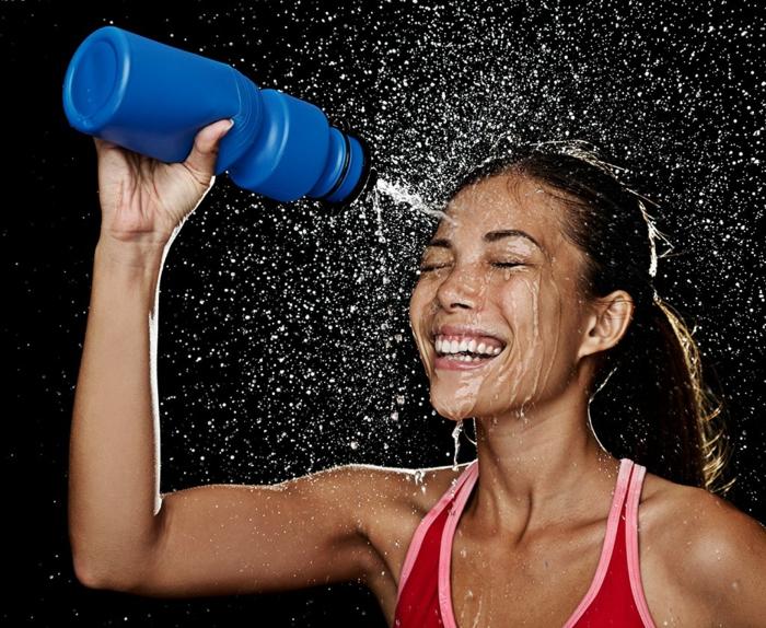 gesund leben dehydrierung wasser richtig trinken sport treiben