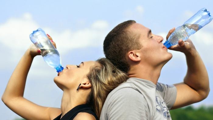 gesund leben dehydrierung wasser trinken
